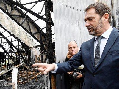 Le ministre de l'Intérieur Christophe Castaner en visite à Chanteloup-les-Vignes (Yvelines) le 5 novembre 2019, trois jours après l'incendie d'une école du cirque    Bertrand GUAY [AFP]