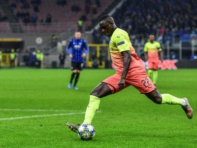 Le défenseur Benjamin Mendy frappe le ballon lors du match contre Bergame, en C1 à San Siro, le 6 novembre 2019    MIGUEL MEDINA [AFP/Archives]