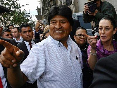 L'ex-président bolivien Evo Morales et la maire de Mexico Claudia Sheinbaum (d), le 13 novembre 2019 à Mexico    PEDRO PARDO [AFP]