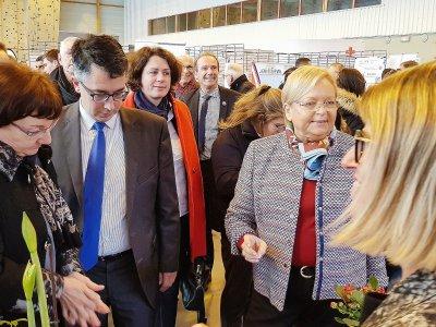 La préfète de l'Orne, entourée d'élus locaux départementaux et régionaux, a inauguré le salon.    Eric Mas