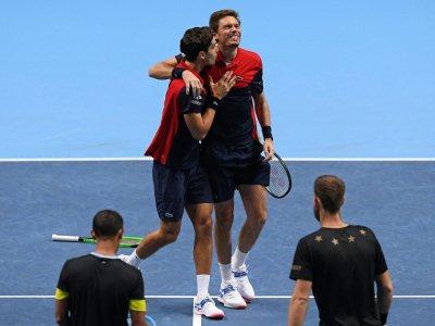 Nicolas Mahut et Pierre-Hugues Herbert victorieux du duo Michael Venus-Raven Klaasen en finale du double du Masters de Londres, le 17 novembre 2019 - Daniel LEAL-OLIVAS [AFP]