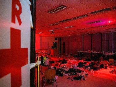 Des manifestants pro-démocratie dorment sur le sol d'une salle utilisée comme infirmerie sur le campus de l'université polytechnique de Hong Kong, le 21 novembre 2019    Anthony WALLACE [AFP]