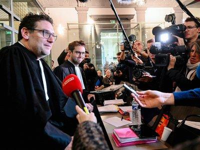 Les avocats de Willy Bardon, Me Stéphane Daquo (G) et Marc Bailly, s'expriment devant la presse le 21 novembre 2019 à Amiens avant l'ouverture du procès de leur client pour le meurtre d'Elodie Kulik    DENIS CHARLET [AFP]