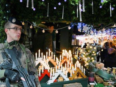 Patrouille militaire à la réouverture du marché, à Starsbourg, le 14 décembre 2018 - SEBASTIEN BOZON [AFP/Archives]