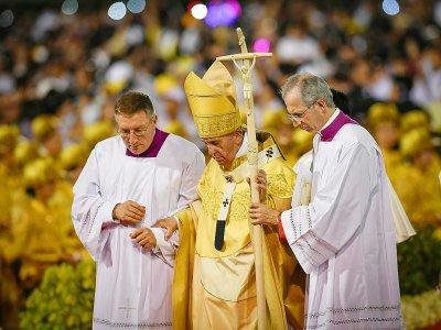 Le pape Francois (c) célèbre une messe au Stade national de Bangkok, le 21 novembre 2019 en Thaïlande    Lillian SUWANRUMPHA [AFP]