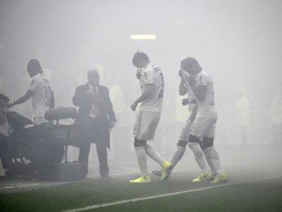 La rencontre Lyon-Nice interrompue quelques minutes en raison de fumigènes, le 23 novembre 2019 à Décines-Charpieu    JEAN-PHILIPPE KSIAZEK [AFP]
