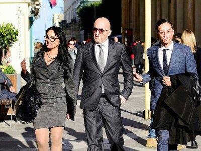 L'entrepreneur maltais Yorgen Fenech (c) accompagné par son avocat Gianluca Caruana Curran (d), arrive au tribunal, le 29 novembre 2019 à La Valette - STRINGER [AFP]