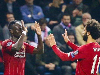 Les joueurs sénégalais Sadio Mané et égyptien Mohamed Salah fêtent un but de Liverpool sur le terrain de Genk le 23 octobre 2019 - François WALSCHAERTS [AFP/Archives]