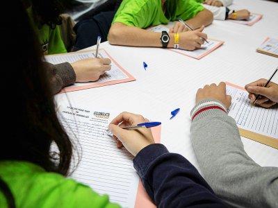Des enfants français font une dictée, en octobre 2019 - Thomas SAMSON [AFP/Archives]