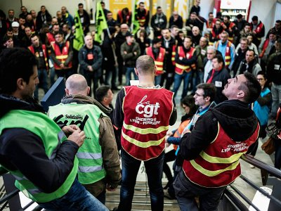 Un piquet de grève en gare de Lyon Perrache lors de la grève d'avril 2018    JEFF PACHOUD [AFP]