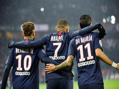 Le trio gagnant du PSG: les buteurs Neymar et Kylian Mbappe, en compagnie de Di Maria, passeur décisif, le 4 décembre 2019, au Parc des Princes à Paris    Bertrand GUAY [AFP]