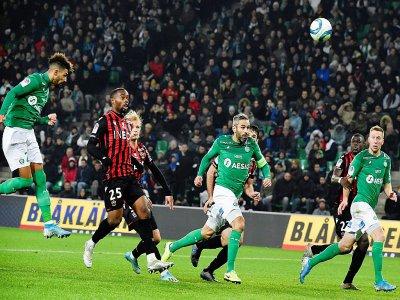 Denis Bouanga (g) a marqué deux buts pour St-Etienne face à Nice (4-1), le 4 décembre 2019, au stade Geoffroy Guichard    JEAN-PHILIPPE KSIAZEK [AFP]