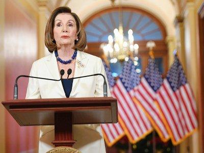 Le chef des démocrates Nancy Pelosi annonce qu'elle demande la rédaction de l'acte d'accusation du président Donald Trump depuis le Capitole à Washington, le 5 décembre 2019 - SAUL LOEB [AFP]