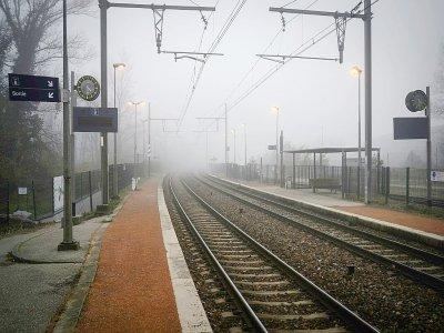 La gare désertée de Grigny près de Lyon (centre-est) jeudi à l'occasion de la grève des transports contre la réforme des retraites défendue par le gouvernement français - JEAN-PHILIPPE KSIAZEK [AFP]