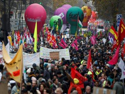 Cortège de manifestants contre la réforme des retraites, le 5 décembre 2019 à Paris - Zakaria ABDELKAFI [AFP]