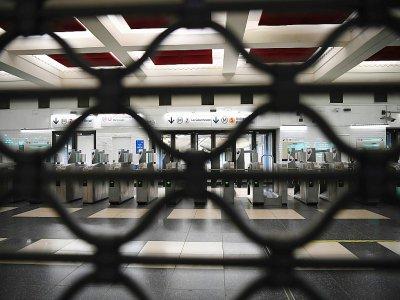 Une station du métro  parisien fermée en raison de la grève contre la réforme des retraites, le 5 décembre 2019 - CHRISTOPHE ARCHAMBAULT [AFP]