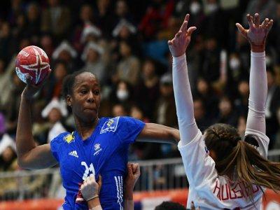 Les Bleues ont été peu en réussite au tir, à l'image ici d'Orlane Kanor contre le Danemark (2/6), le 6 décembre à Kumamoto    CHARLY TRIBALLEAU [AFP]