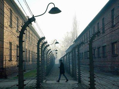 Le camp nazi d'Auschwitz-Birkenau, en Pologne, lors de la visite de la chancelière allemande Angela Merkel le 6 décembre 2019    JANEK SKARZYNSKI [AFP]