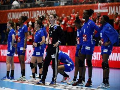 Les joueuses de l'équipe de France de handball dépitées après leur défaite face au Danemark au Mondial, le 6 décembre 2019 à Kumamoto au Japon - CHARLY TRIBALLEAU [AFP]