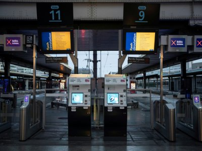 Des écrans d'information à la gare de Lyon, à Paris le 8 décembre 2019    Thomas SAMSON [AFP]