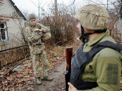 Des soldats ukrainiens près de la ligne de front avec les séparatistes prorusses à Avdiïvka, le 28 novembre 2019 en Ukraine    Anatolii STEPANOV [AFP/Archives]