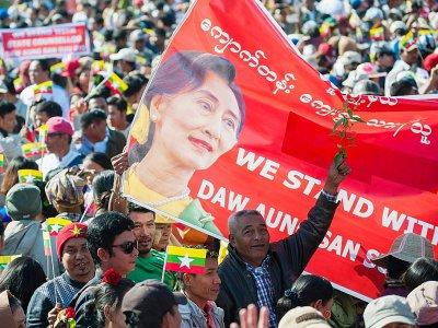 Des Birmans manifestent leur soutien à leur dirigeante Aung San Suu Kyi, le 9 décembre 2019 à Bago, en Birmanie    Sai Aung Main [AFP]