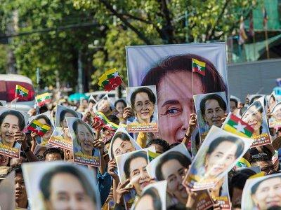 Des Birmans manifestent leur soutien à leur dirigeante Aung San Suu Kyi à Rangoun le 10 décembre 2019    Sai Aung Main [AFP]