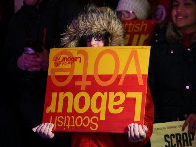 A partisan du Labour lors d'un discours de Jeremy Corbyn, à Glasgow, le 11 décembre 2019    ANDY BUCHANAN [AFP]