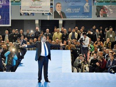 Le candidat à l'élection présidentielle algérienne Abdelaziz Belaïd lors d'une réunion publique à Alger le 7 décembre 2019    RYAD KRAMDI [AFP]