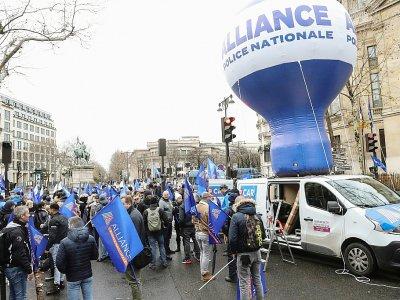 Rassemblement de  policiers du syndicat Alliance devant le CESE à Paris, le 11 décembre 2019 - JACQUES DEMARTHON [AFP]