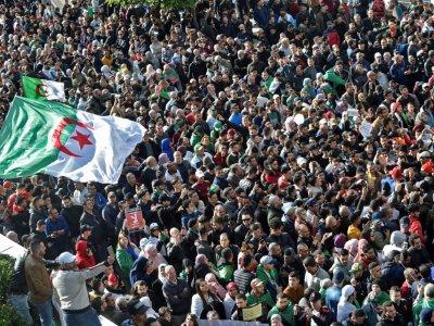 Des manifestants contre la tenue de l'élection présidentielle dans le centre-ville d'Alger, le 12 décembre 2019    RYAD KRAMDI [AFP]