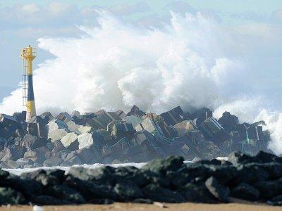 Risques de vagues submersion sur le littoral atlantique. Photo d'illustration du port de Bayonne    GAIZKA IROZ [AFP/Archives]