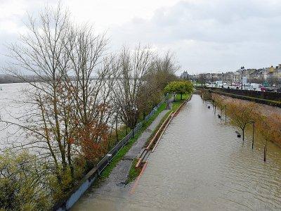La Garonne en crue à Bordeaux le 13 décembre 2019    NICOLAS TUCAT [AFP]
