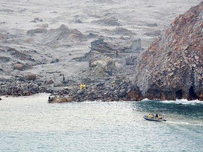 Photo prise et publiée le 13 décembre 2019 par les forces  néo-zélandaises recherchant des corps de victimes après l'éruption meurtrière d'un volcan sur White Island - Handout [NEW ZEALAND DEFENCE FORCE/AFP]