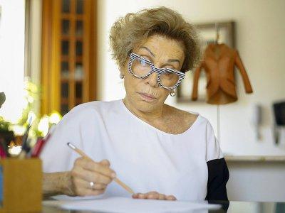 La Brésilienne Helena Schargel, mannequin de presque 80 ans, travaille sur sa dernière collection de lingerie pour femmes senior, le 1er novembre 2019 à Sao Paulo    Miguel SCHINCARIOL [AFP]
