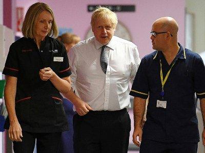 Boris Johnson, lors d'une visite d'hôpital pendant sa campagne pour les législatives à Mansfield (Angleterre) le 8 novembre 2019    Daniel LEAL-OLIVAS [POOL/AFP]