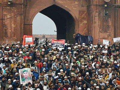Des manifestants se rassemblent devant une mosquée de New Delhi le 20 décembre 2019 pour protester contre la nouvelle loi sur la citoyenneté en Inde    Money SHARMA [AFP]