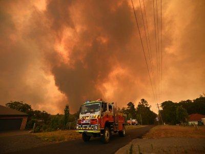 Des pompiers luttent contre les feux de forêts à Bargo, au sud-ouest de Sydney, le 21 décembre 2019 en Australie    PETER PARKS [AFP]