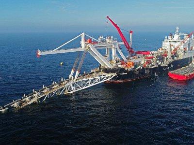 """Le navire de pose de pipeline """"Audacia"""" de l'entreprise suisse Allseas, le 15 novembre 2019 au large des côtes de l'île de Ruegen, en mer Baltique    Bernd Wüstneck [dpa/AFP/Archives]"""