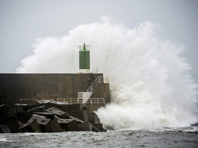 Fortes vagues sur la jetée du port d'A Guarda durant la tempête Fabien, le 21 décembre 2019 en Espagne    MIGUEL RIOPA [AFP]