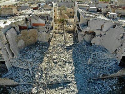 Photo prise le 18 décembre 2019 montrant un bâtiment détruit par un bombardement du régime syrien sur la ville de  Maaret al-Noomane, dans la province syrienne d'Idleb (nord-ouest)    Omar HAJ KADOUR [AFP]