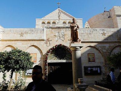 Des chrétiens visitent la basilique de la Nativité le 23 décembre 2019 à Bethléem, en Cisjordanie occupée - AHMAD GHARABLI [AFP]