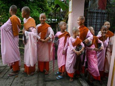Quelques unes des 66 filles accueillies par le couvent boudhiste de Mingalar Thaikti, le 19 octobre 2019    Ye Aung THU [AFP]