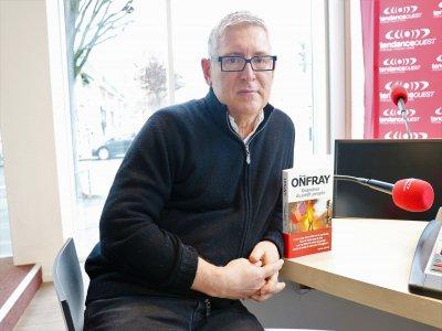 L'Ornais Michel Onfray, qui habite à Caen, publie Grandeur du petit peuple aux éditions Albin Michel.    Célia Caradec