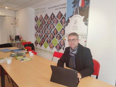 Artisan coiffeur, Christophe Doré va tenter de devenir le prochain maire de Bolbec. Premier tour des prochaines élections municipales, le dimanche 15 mars 2020.    Joris Marin