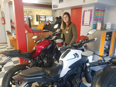 Raphaëlle Coursaux est enseignante de la conduite et de la sécurité routière auto et moto depuis une quinzaine d'années. Elle travaille à l'agence CER Apollo d'Harfleur.