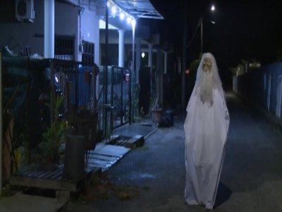 Le fantôme local en pleine action fait régner les règles de confinement.