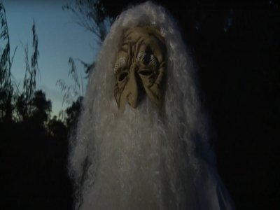 Les habitants d'un village de Malaisie courent lorsqu'ils voient passer ce visage la nuit.