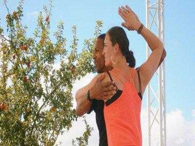 Morlaye Camara donne des cours de danse à l'association caennaise La Timba. Il enseigne la salsa cubaine. - La Timba