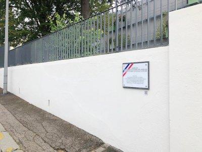 La plaque a été dévoilée dès mardi 29 septembre à Rouen. Une inauguration était prévue le lendemain mais a été reportée en raison du contexte sanitaire.